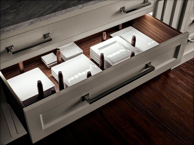 Drawer with Square Plates and Dividers