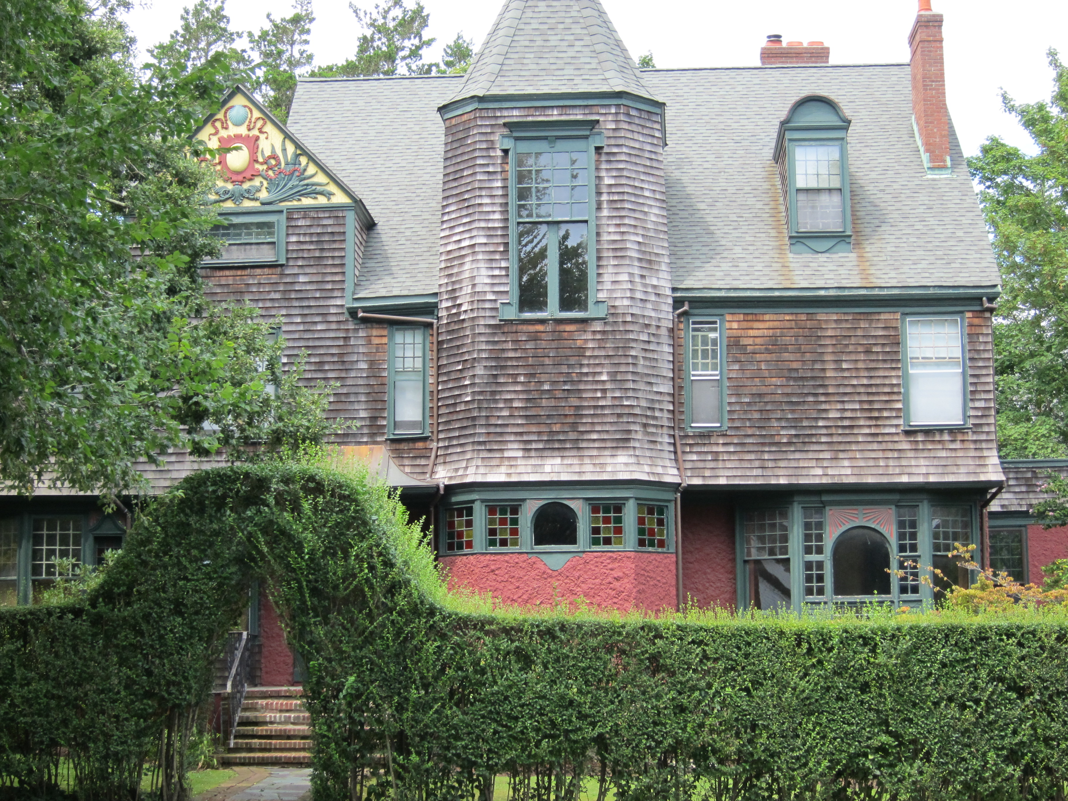 Architectural color in newport interiors for families for Victorian shingles